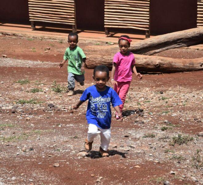 Foto 1 - DSC_0150 Miretu Mimi e Aftamo che corrono