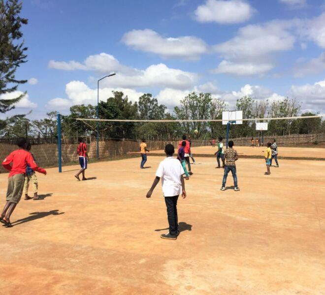 Foto 4 - IMG_3190 i bambini giocano a pallavolo